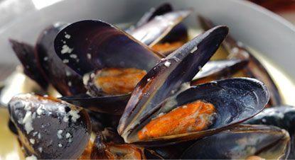 Mussels-with-Garlic-Lemon-Butter-Sauce